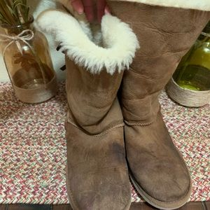 Loved UGGS tan with bow ties size 5Y women's 7